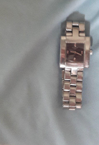 UthenticTissot Woman watch Lady Classic with stainless steel strap still have dust cover and small scratch